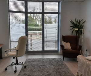 therapy room to rent, sessional therapy rooms, and treatment room to rent image