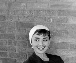 audrey hepburn, black and white, and hermosa image