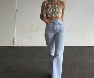 everyday look, cute summer outfit, and beige crop top image