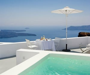 Santorini, Greece Wallaroo Media - avidlondoner