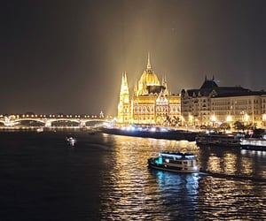 aesthetic, autumn, and budapest image