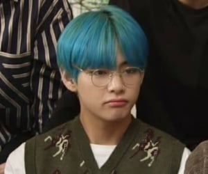 blue hair, kpop, and tae image
