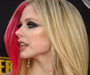 hair, hairstyle, and Avril Lavigne image