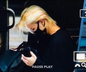 music bank, hyunjin, and hwang hyunjin image