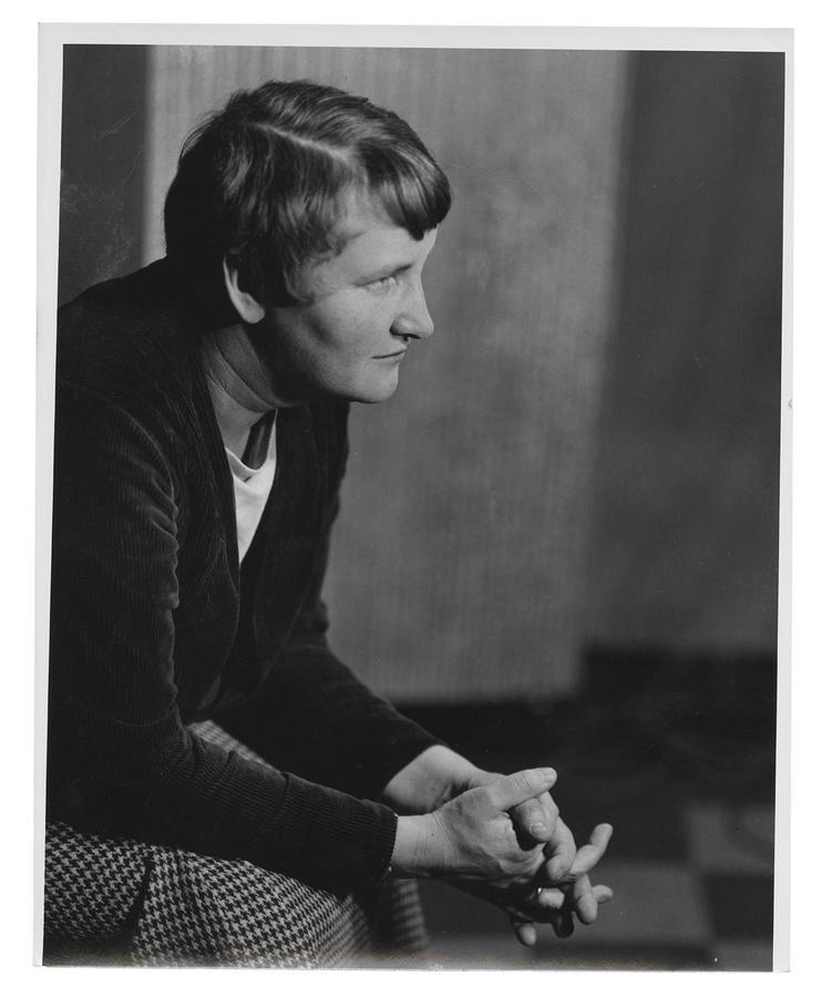 journalist, artcritic, and elizabethmccausland image