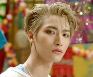 hair style, kpop, and kpop icons image