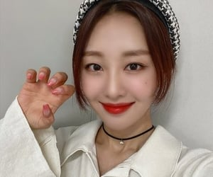 yves, ha sooyoung, and loona image