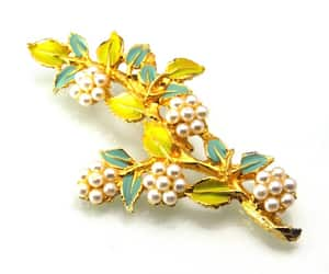 costume jewelry, etsy, and pearl jewelry image