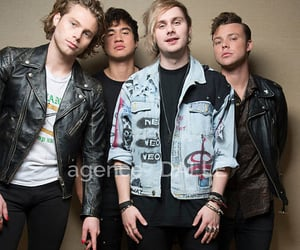luke hemmings, calum hood, and ashton irwin image