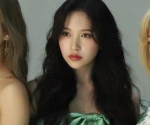 green, kpop, and photoshoot image