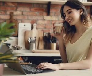 cash loans, instant cash loans, and short term loans image