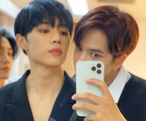 mirror, selca, and sunwoo image