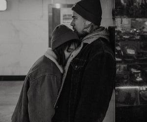 black and white, رمزيات بنات شباب, and hug image