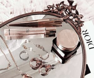 article, estee lauder, and concealer image