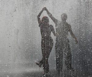 rain, couple, and pareja image