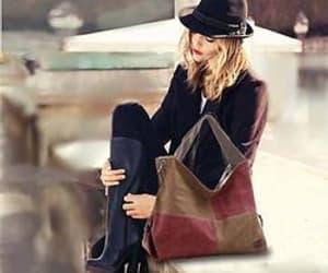 handbag, shoulder bag, and women image
