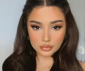beauty, site model, and makeup inspo image