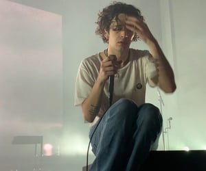 matty healy and the1975 image