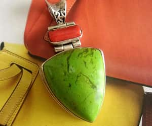 apple green, bezel set, and articulated hinged image