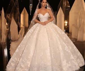 vestido de novia, boho wedding dress, and princess wedding dresses image