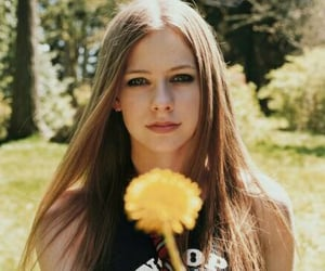 Avril Lavigne, flower, and flowers image