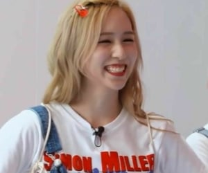 So cuteee!!!!  Mina from twice Pic Not mine c to owner<3
