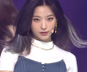 stage, saerom, and fromis image