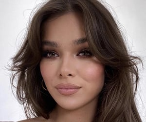 90s, hailee steinfeld, and bangs image
