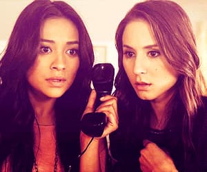 emily, gif, and pretty little liars image