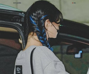 dreamcatcher, black blue hair, and lee siyeon image