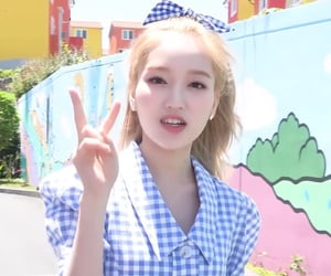 loona, gowon, and lq image