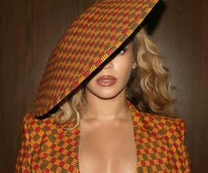 Beyoncé rocked this ankara print blazer and exquisite hat tipped to the side on her night out to Swiss Beatz's Dreamweavers Art exhibition. Her outfit was created by 34 year old Nigerian fashion designer Ena Udemba. Bey in African style via her Instagram