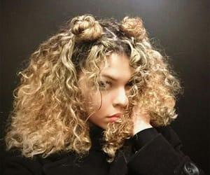 blonde hair, natural beauty, and rizos image