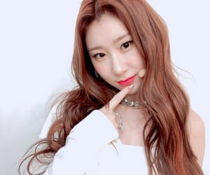itzy, chaeryeong, and kpop image