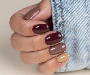nail art, nail polish, and nude nail image
