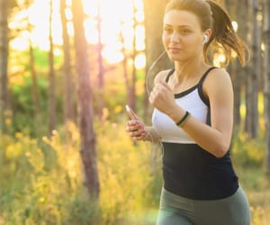 how to lose weight, how to stay healthy, and healthy lifestyle changes image