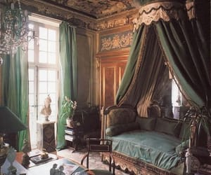 A romantic Paris apartment with pieces that can be easily replicated with a trip to Marché Paul Bert #Expatforever #expathome
