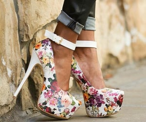 heels shoes and zapatos image