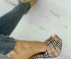 zapatos and heels shoes image