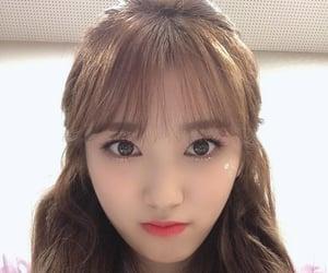girl, selca, and izone image