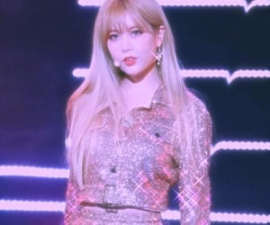 aesthetic, Queen, and qri image