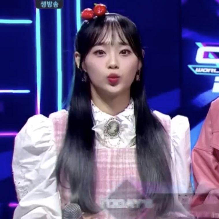 chuu, lq, and kim jiwoo image