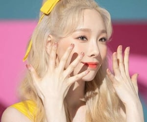 girl's generation, taeyeon, and snsd image