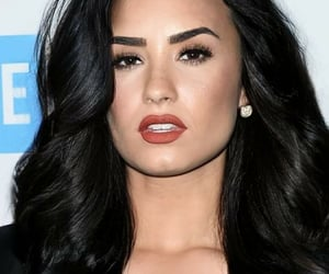 black hair, celebrities, and demi lovato image