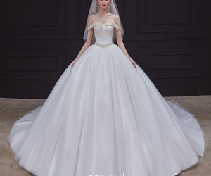 High-end White Satin Bridal Wedding Dresses 2020 Ball Gown Off-The-Shoulder Short Sleeve Backless Pearl Sash Chapel Train Ruffle