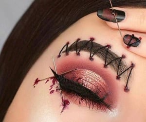 Awesome eye makeup art..........✨