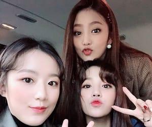 seo soojin, jeon soyeon, and gidle image