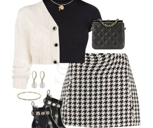 "SF ♊ || style inspiration op Instagram: ""✨AUTUMN CHIC✨ Black and white is perfect for any season . . . . . . . ."