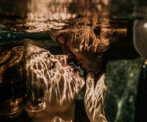 couple couples, حب عشق غرام غزل, and love kiss kisses hug hugs image