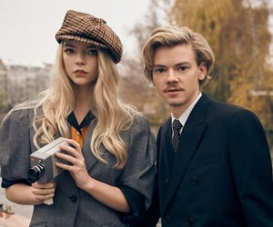 actor, netflix, and thomas brodie-sangster image